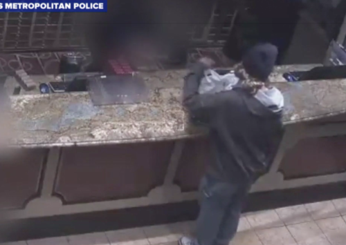Man flees the Bellagio after armed robbery in Vegas (VIDEO)